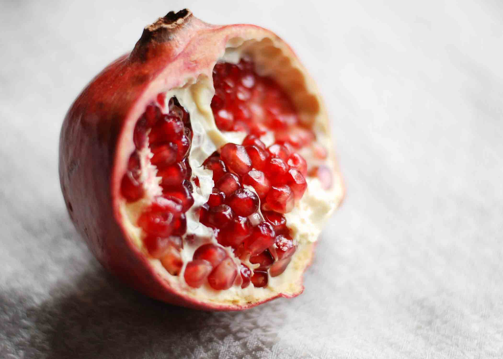How-to-make-a-pomegranate-energy-drink